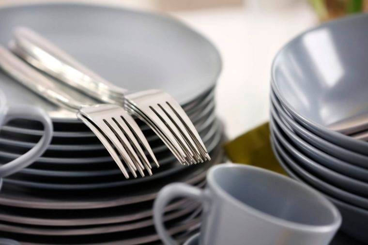 08-dishes-Things You're Better Off Tossing and Replacing When You Move_646484518-Africa-Studio
