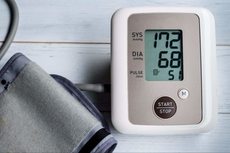 BRAIN SECRETS 46-blood pressure-shutterstock_601073303-Voraorn Ratanakorn
