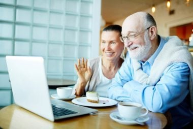 01-how-technology-helps-aging-parents-652259302-Pressmaster