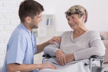 03-how-technology-helps-aging-parents-613941941-Photographee.eu
