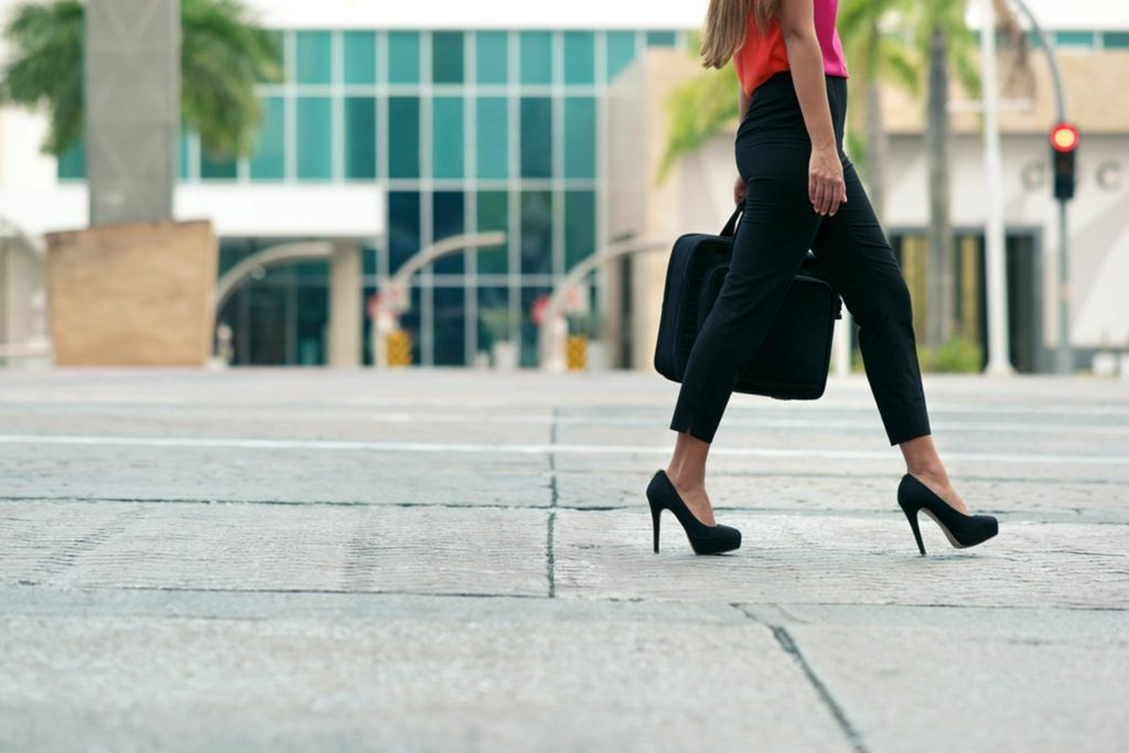 Here's-How-to-Finally-Make-Your-Heels-Stop-Squeaking_260188841_Diego-Cervo