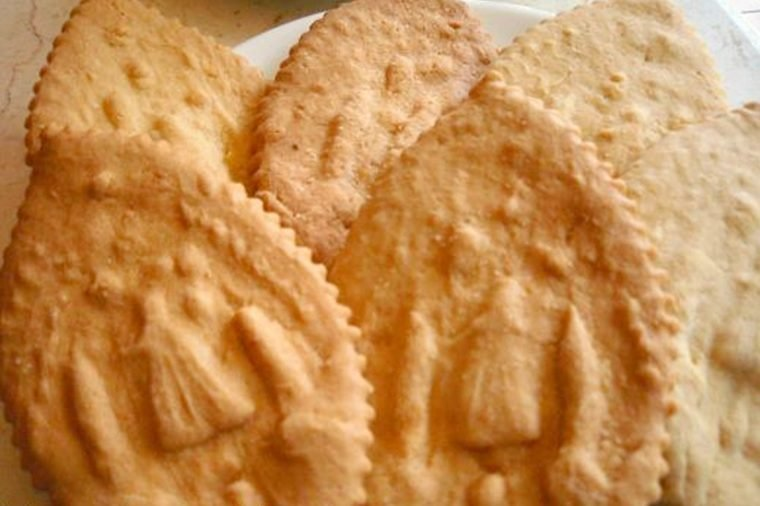 01-these-butter-cookies-from-the-philippines-supposedly-have-healing-powers-Courtesy-Traveler-on-Foot