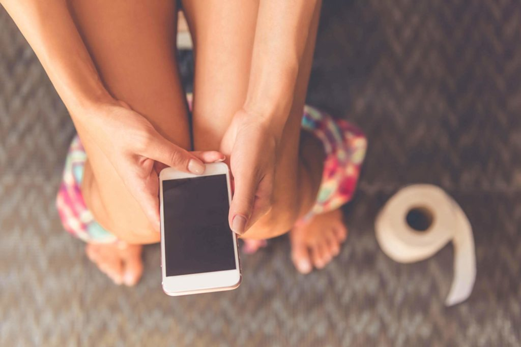 This-Disgusting-Phone-Habit-Could-Make-You-Sick—and-You-Do-It-Every-Day_488716744_VGstockstudio